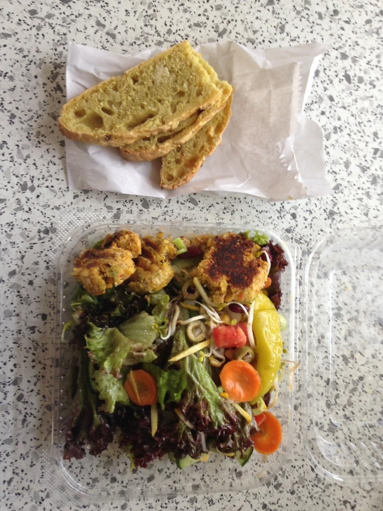 To Go Salat leider in Plastikschalen