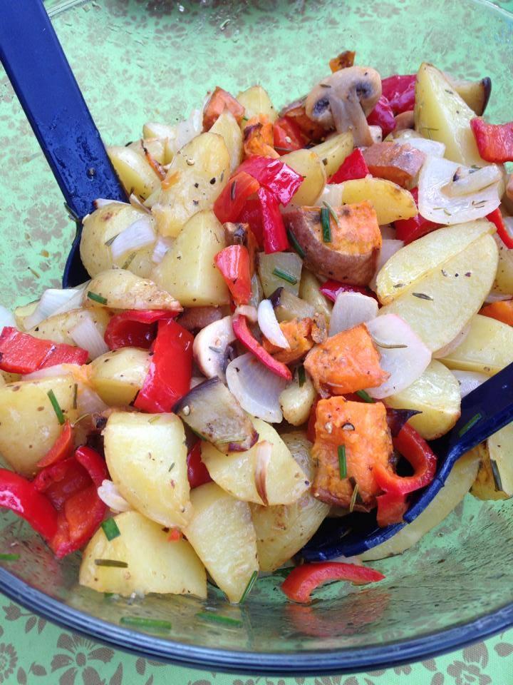 Der Renner auf jeder Grillparty: Backkartoffelsalat (vegan)