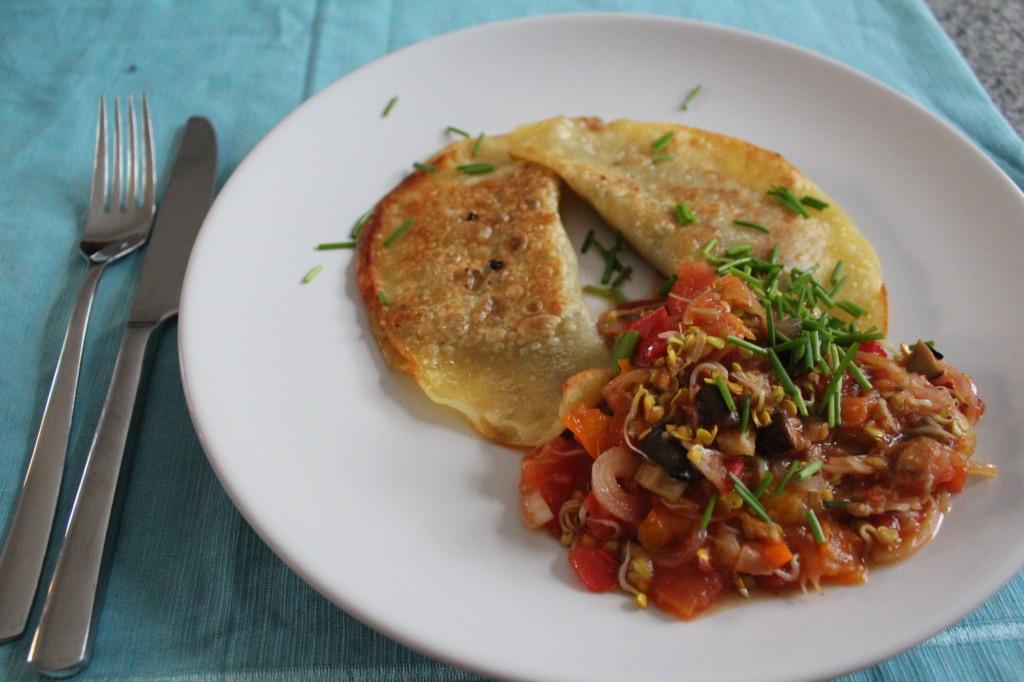 Pilzmaultaschen mit Tomaten-Sprossen-Soße