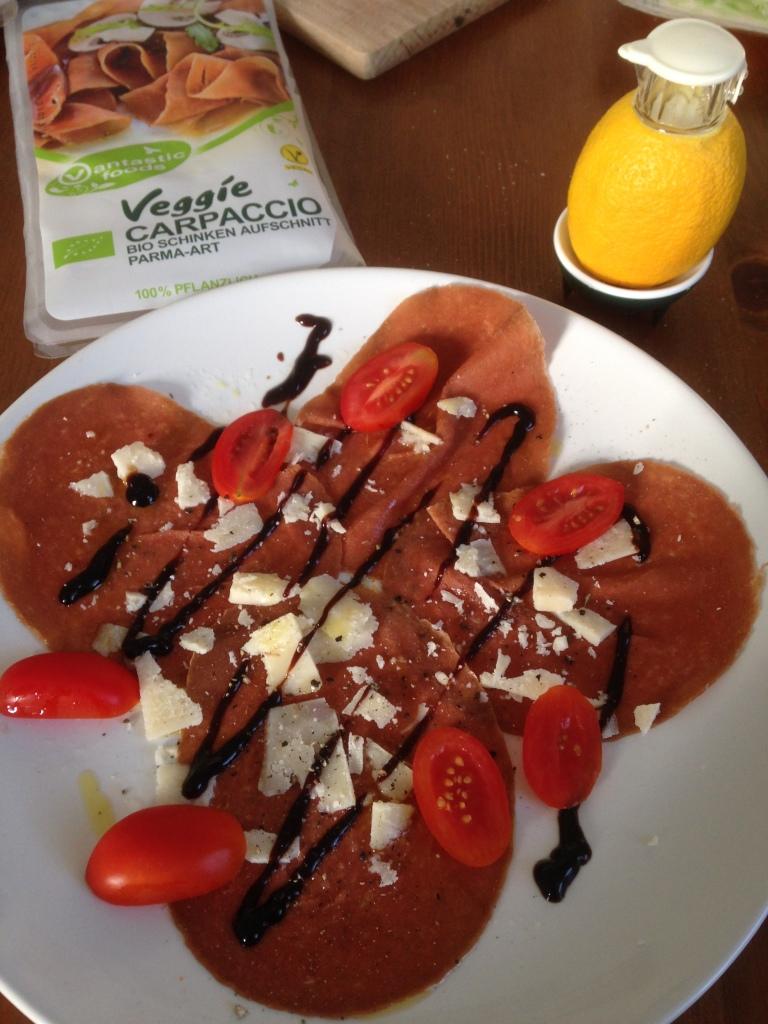 Veggie-Carpaccio von Vantastic Foods mit frisch gepresstem Zitronensaft aus meinem neuen SAFTI.