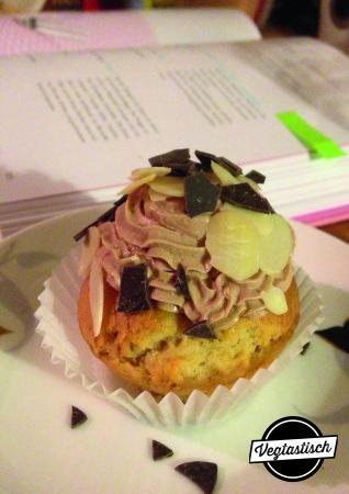 Erdnussbutter-Cupcake mit Nougat-Topping
