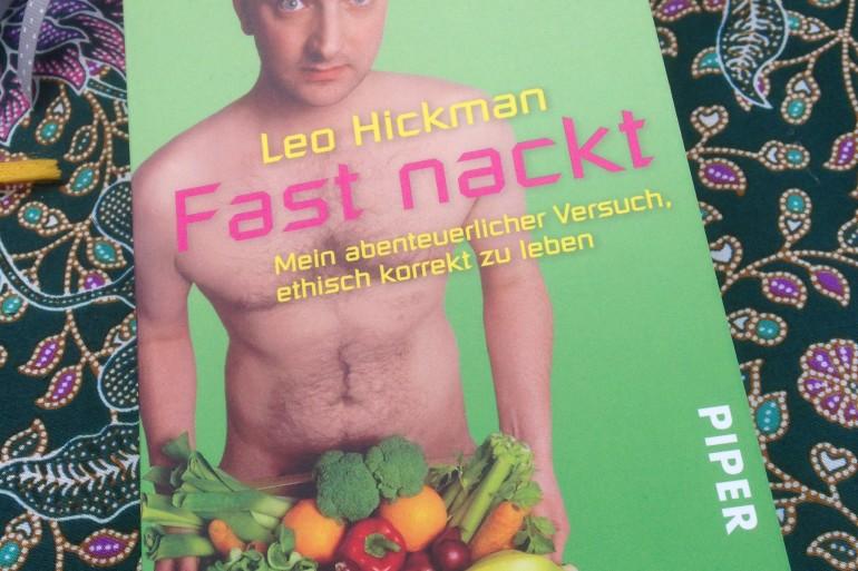 fast nackt