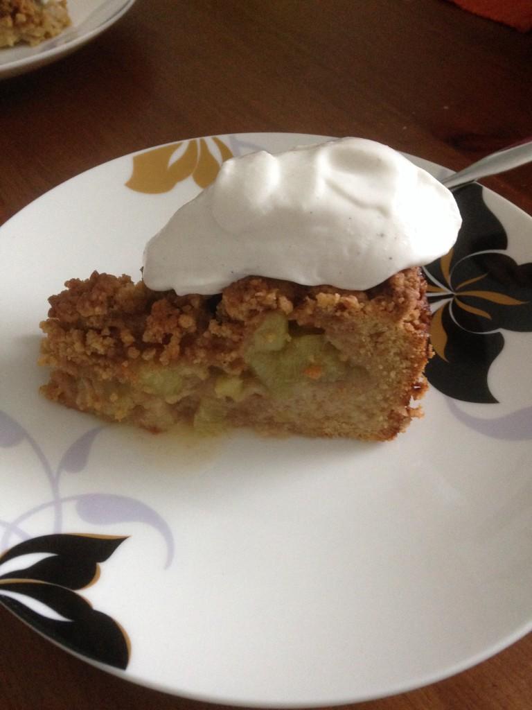 Rhabarber-Streusel-Kuchen mit Sojasahne