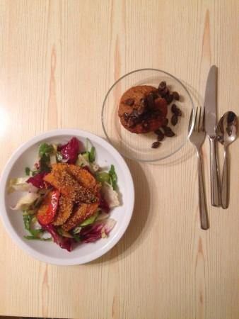Herbstsalat mit Sesamkürbis und Kürbismuffin