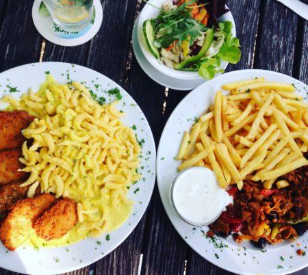 "Hauptgerichte im ""Café Nepomuk"""