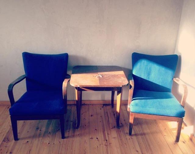 Gefallen mir nach wie vor richtig gut - gehen aber im Weg um: Eine Sitzecke, die ich über Ebay Kleinanzeigen bekommen habe.