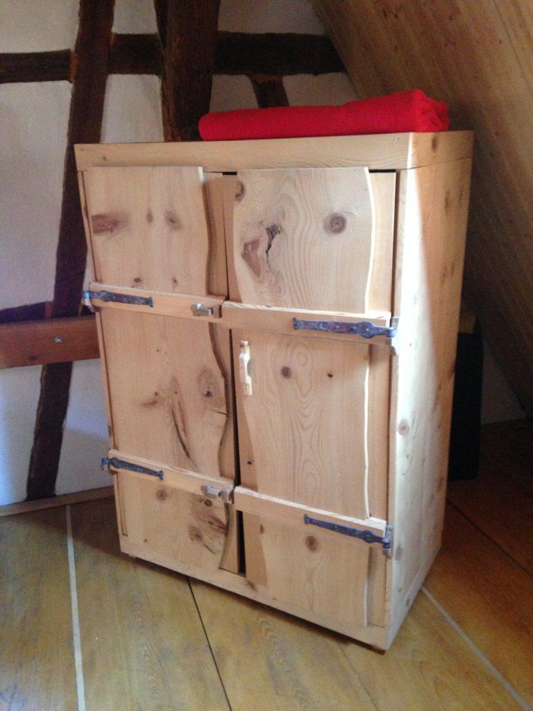 Alle Möbel im Haus sind vom Schreiner aus Echtholz angefertigt. Sehr gemütlich!
