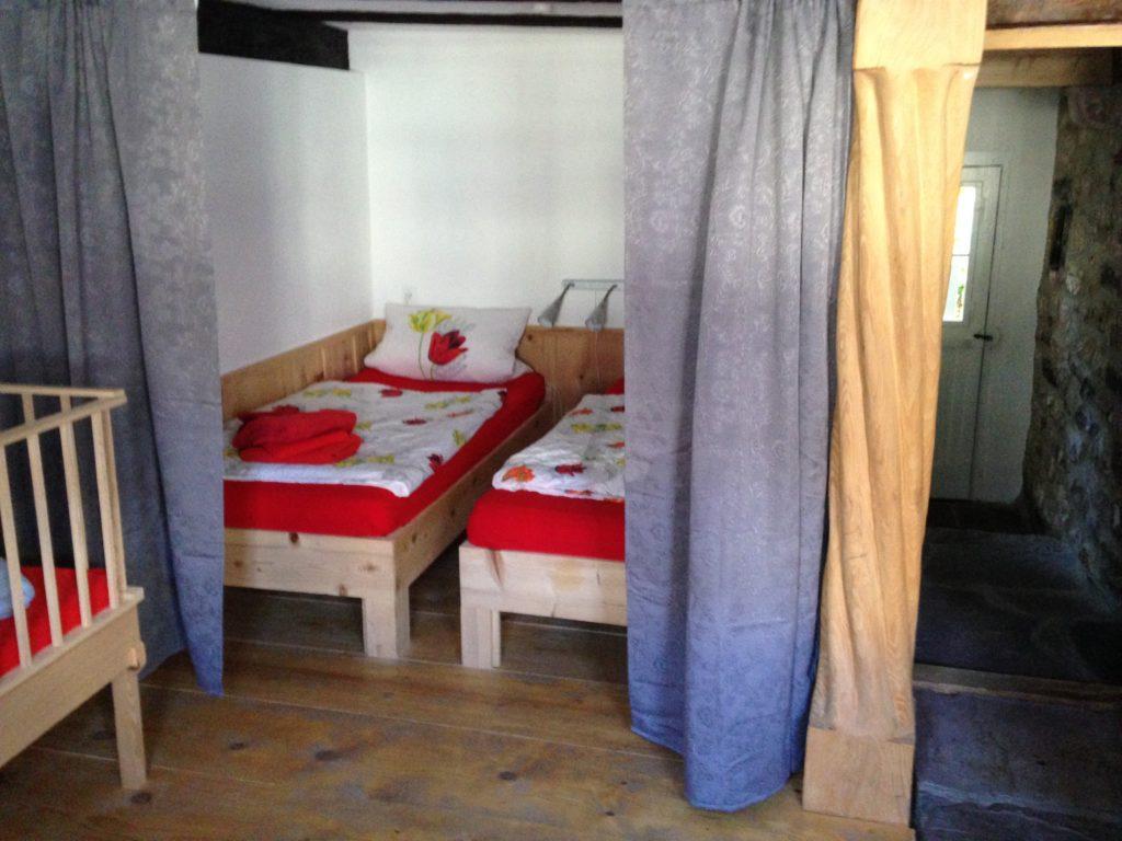 Das Doppelzimmer im Erdgeschoss des Hauses.