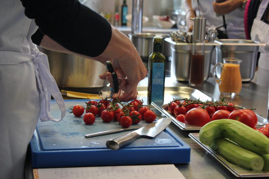Blogger bei der Arbeit im Kochkurs von René Roth.