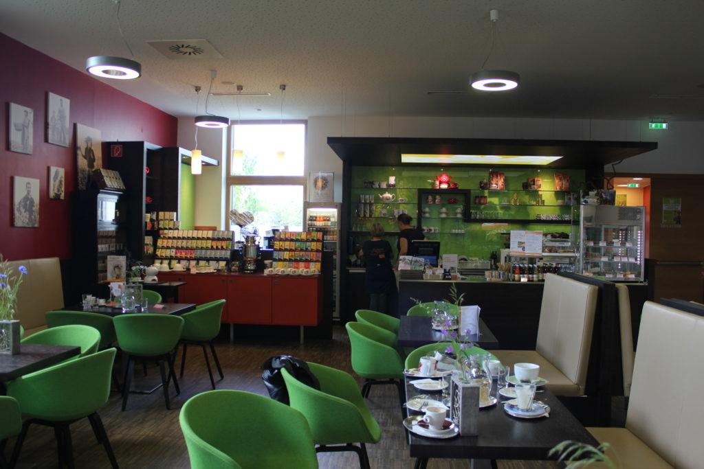 Das gemütliche hauseigene Café mit allerhand Leckereien für Gäste und Mitarbeiter. Hier wurden wir morgens wahnsinnig nett bei einer Tasse Tee und Keksen empfangen. Very warm welcome! :-)