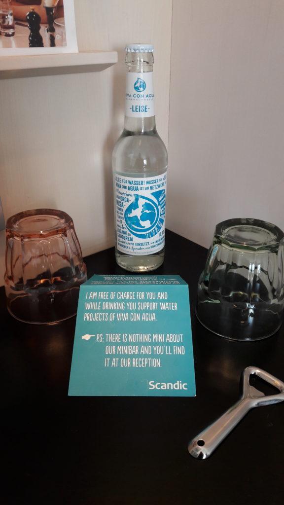 """Kennt Ihr """"Viva con Aqua""""? Gibt's auch in den Zimmern im Scandic Hotel."""