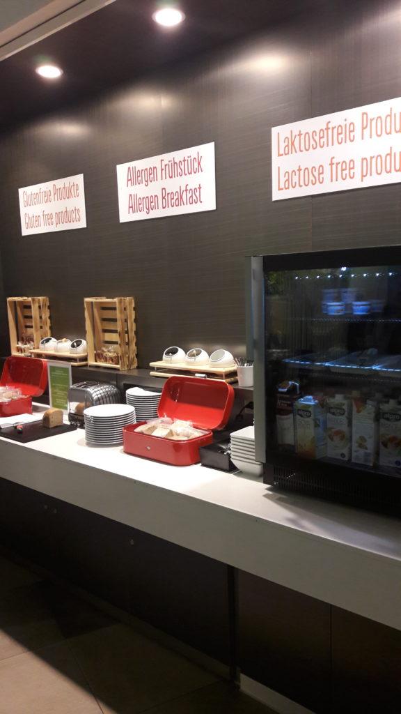 Eine Extra-Ecke für Allergiker beim Frühstücksbuffet im Scandic Hotel Potsdamer Platz Berlin