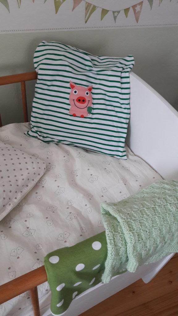 Als Kissen darf ein Schweinchen auf jeden Fall in unser Haus - aber nicht auf dem Teller!