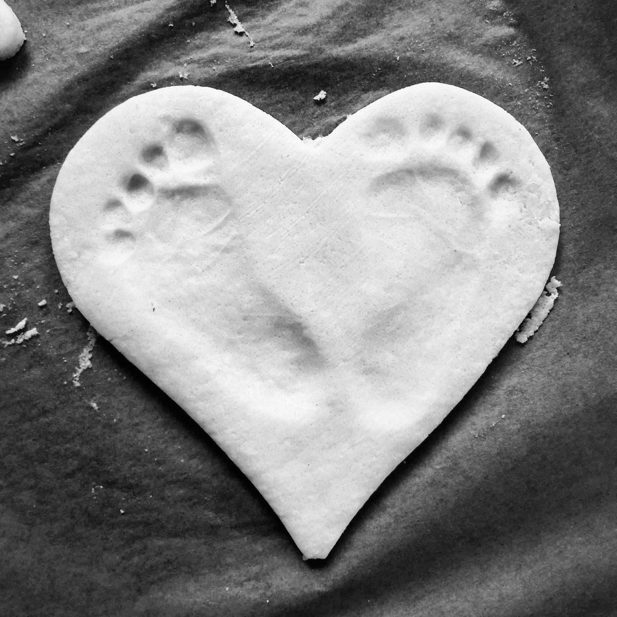 MAMA MONDAY: Baby-Fußabdruck im Salzteig als schöne Erinnerung (DIY)