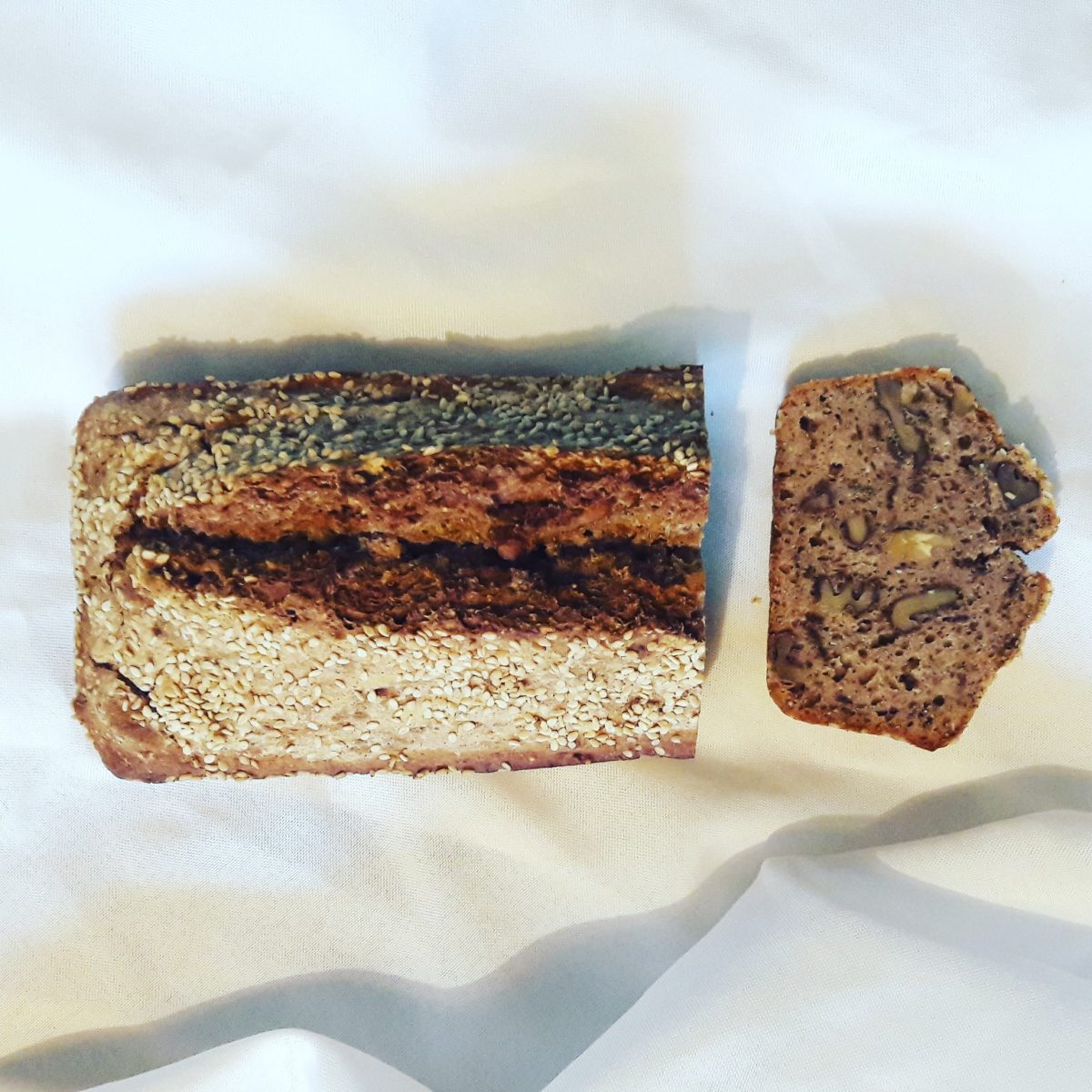 Rezept: Dinkel-Buchweizen-Chia-Walnuss-Sesam-Brot