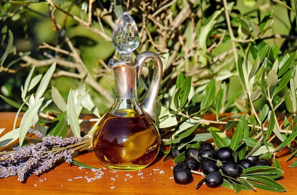 Kochen und Braten mit natürlichen Ölen – Was ist dran am Hype um ausgefallene Speiseöle?